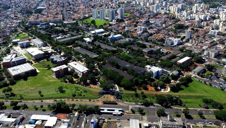 Universidade Federal de Uberlândia. Campus Santa Môniva. Vista aérea